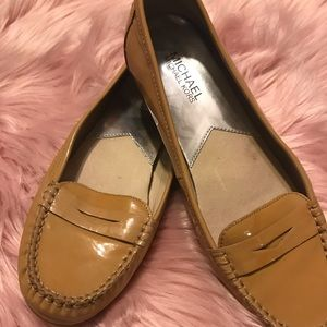 🌿🌿CREAM MICHAEL KORS LOAFERS SIZE 8 1/2🍀🍀